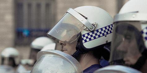 Antidisturbios frente al Parlamento