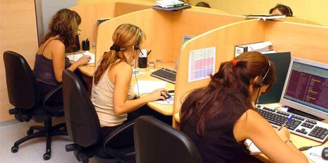 J�venes trabajando