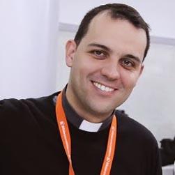 Padre Juli�n Lozano, Alumni UFV